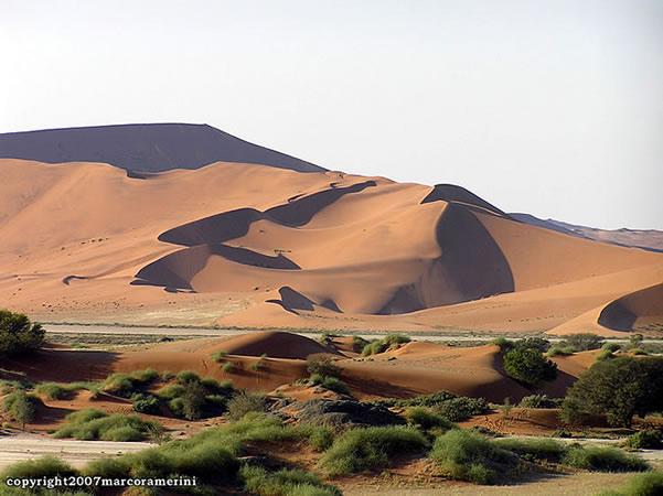 Sossusvlei, Namib-Wüste, Namib-Naukluft, Namibia. Autor Marco Ramerini..