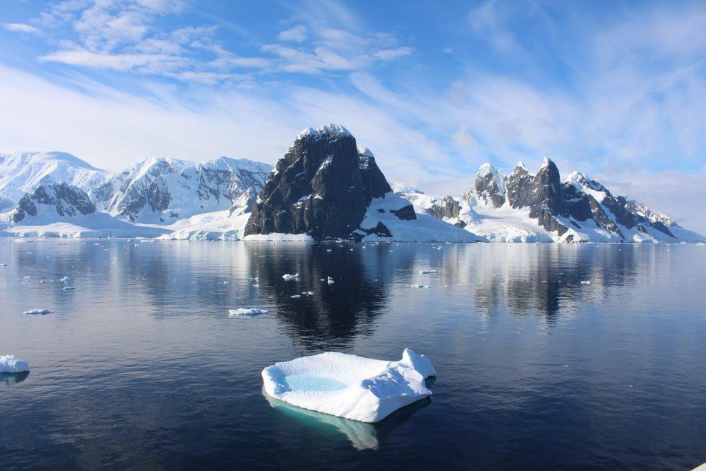Reisen in die Antarktis. Cape Renard und die Una Peaks, Lemaire Channel, Antarktis. Autor und Copyright Marco Ramerini