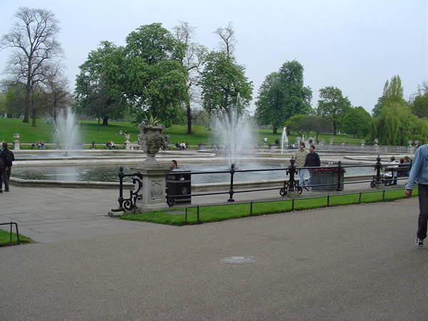 Italian Gardens, Kensington Gardens, London. Author and Copyright Niccolò di Lalla