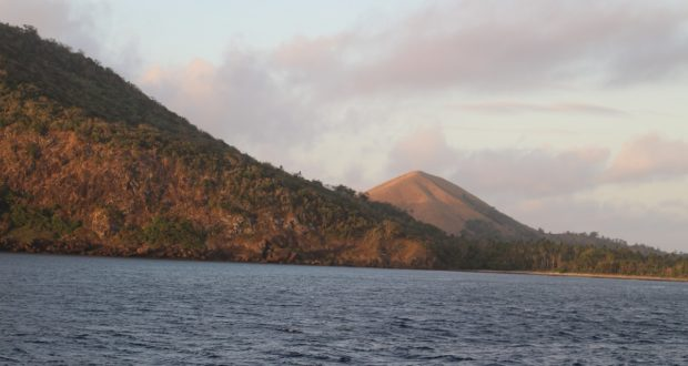 Mount Tamasua, Nabukeru, Yasawa, Fiji. Author and copyright Marco Ramerini ..