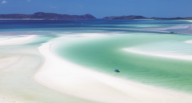 Whitehaven Beach, Whitsundays Islands, Australia. Credit Tourism Australia